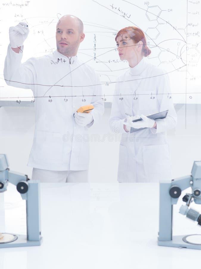 Laboratoriumlessen stock afbeeldingen
