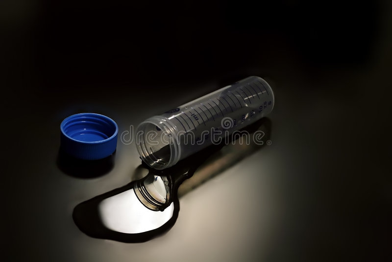 laboratoriumliten medicinflaska royaltyfri bild