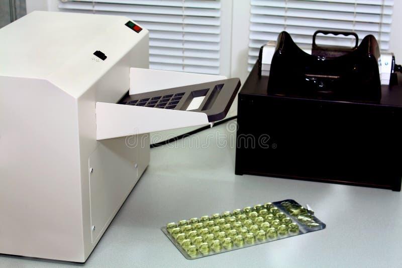 Laborausrüstung für Ermittlung von Analysen lizenzfreie stockbilder