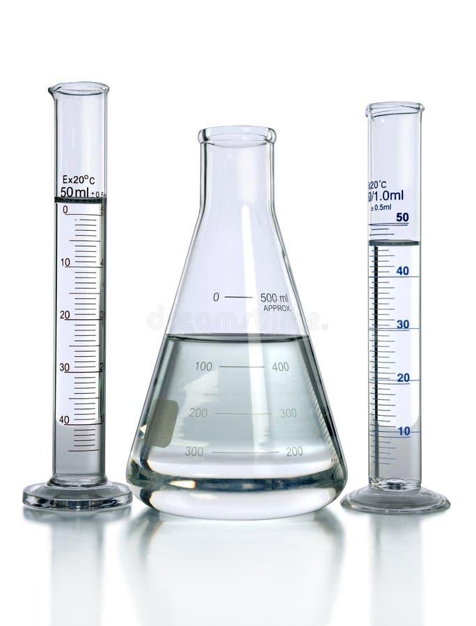 Laborglaswaren mit Flüssigkeiten lizenzfreie stockbilder