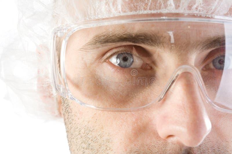 LaborTechnologie mit Schutzbrillen stockfotos