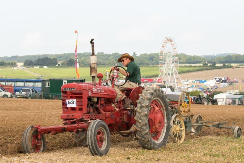 Labourage international de tracteur de McCormick de vintage photo stock