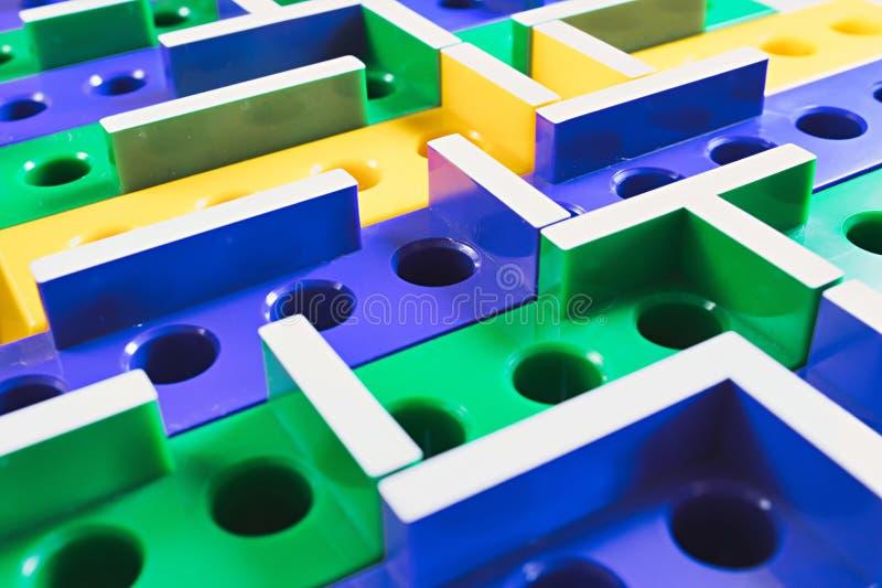 Labyrinth farbiges Plastik3D brettspiel stockbild
