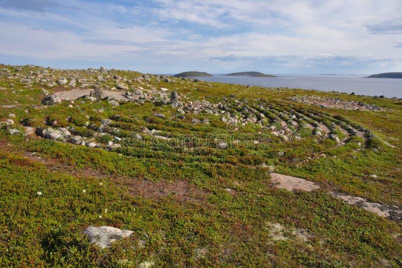 Labyrinthe néolithique situé à Oleshin Islind, archipel de Kuzova, mer blanche, Russie image stock