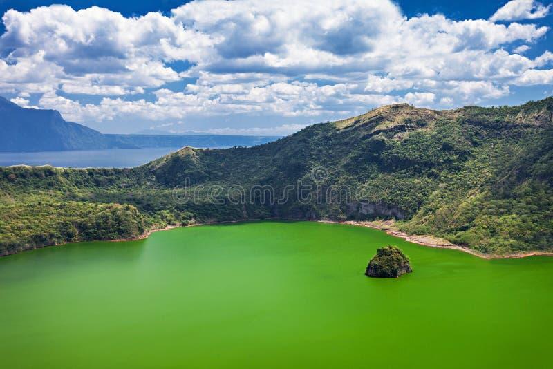 Lac à l'intérieur de volcan de Taal photographie stock
