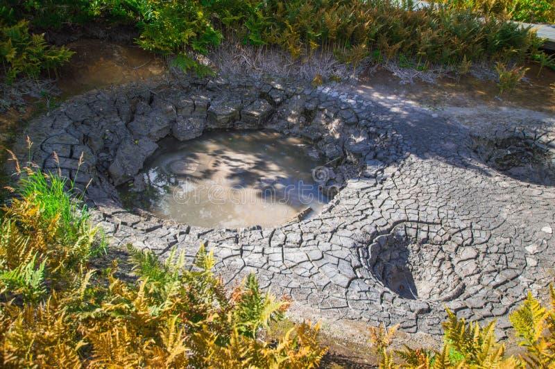 Lac acide dans Uzon& x27 ; caldeira de volcan de s Le Kamtchatka, Russie image stock
