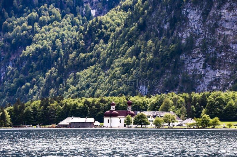 Lac alpin idyllique Konigssee dans Berchtesgaden images libres de droits