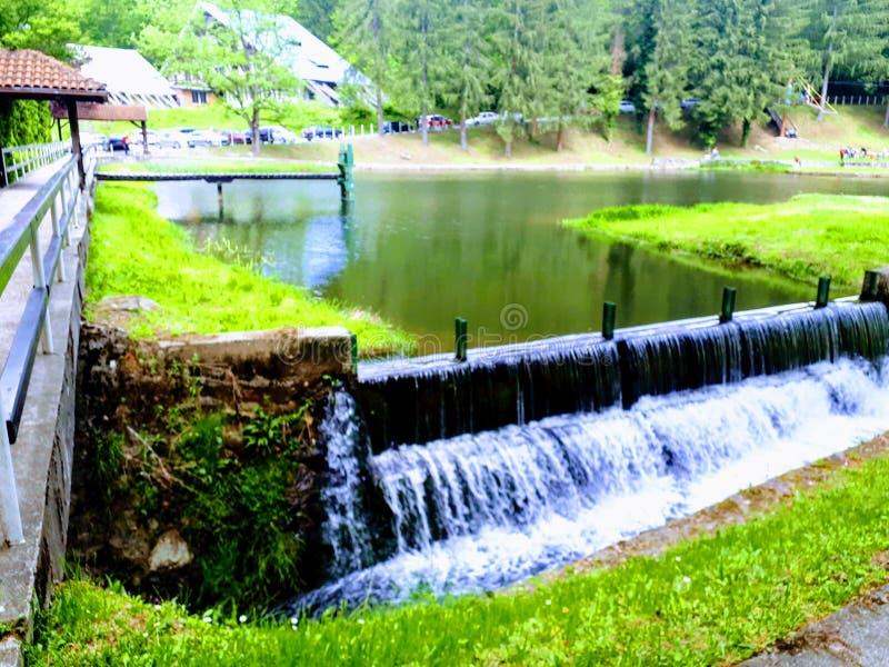 Lac artificiel en Serbie Jastrebac image stock