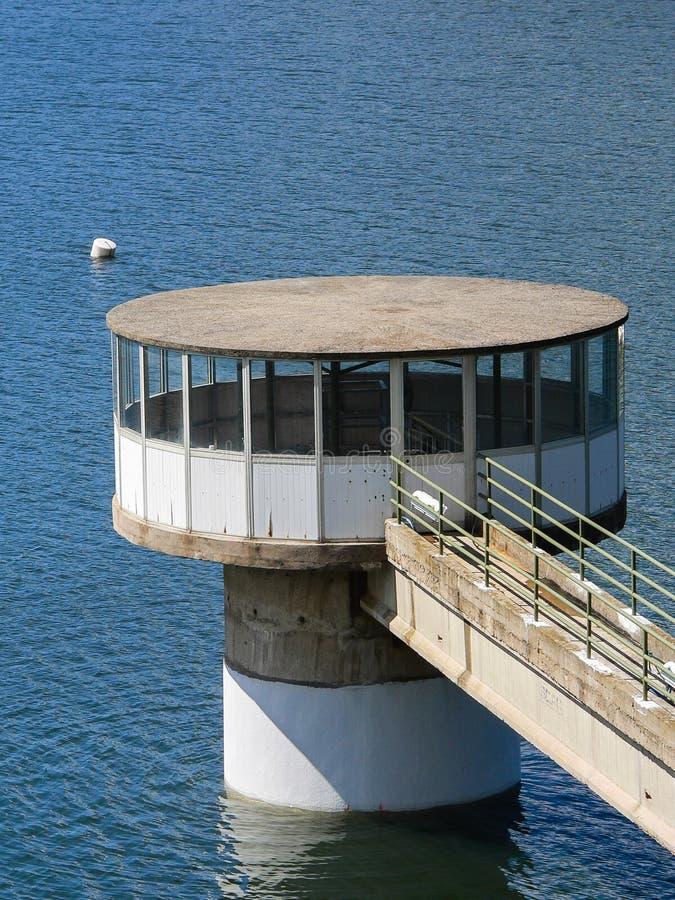 Lac artificiel Tour de prise photographie stock libre de droits