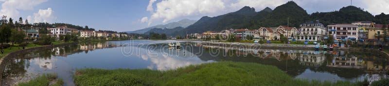 Lac au centre de ville de Sapa photographie stock libre de droits