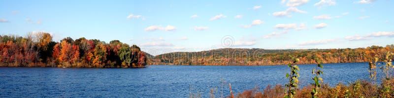 Lac autumn panoramique image libre de droits