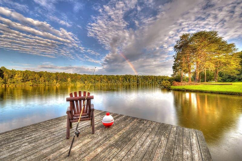 Lac avec l'équipement de pêche photos libres de droits