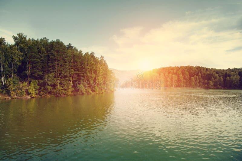 Lac Aya dans la République des montagnes d'Altai image stock