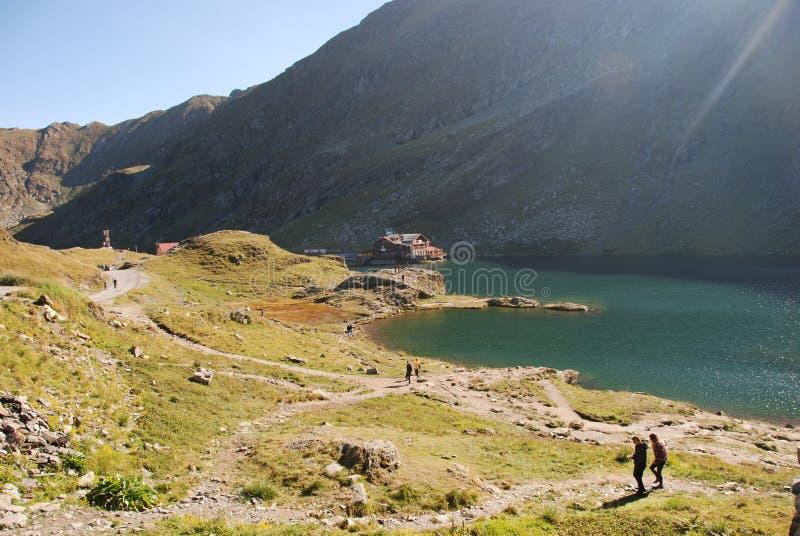 Lac Balea en montagnes carpathiennes photographie stock