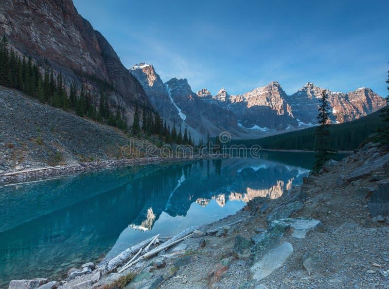 Lac Banff Alberta moraine photos libres de droits