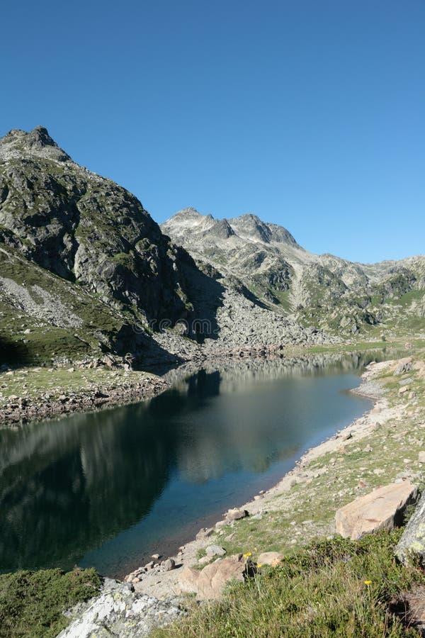 Lac beys d'en dans Pyrénées photographie stock