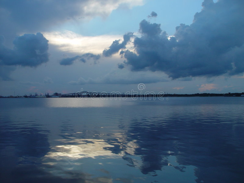 Download Lac bleu image stock. Image du fleuve, calme, réflexion - 67883