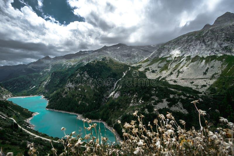 Lac bleu autrichien dans maltatal image stock