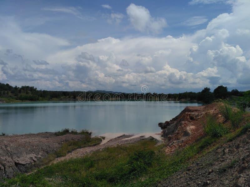 Lac bleu chez le Bornéo du sud image stock