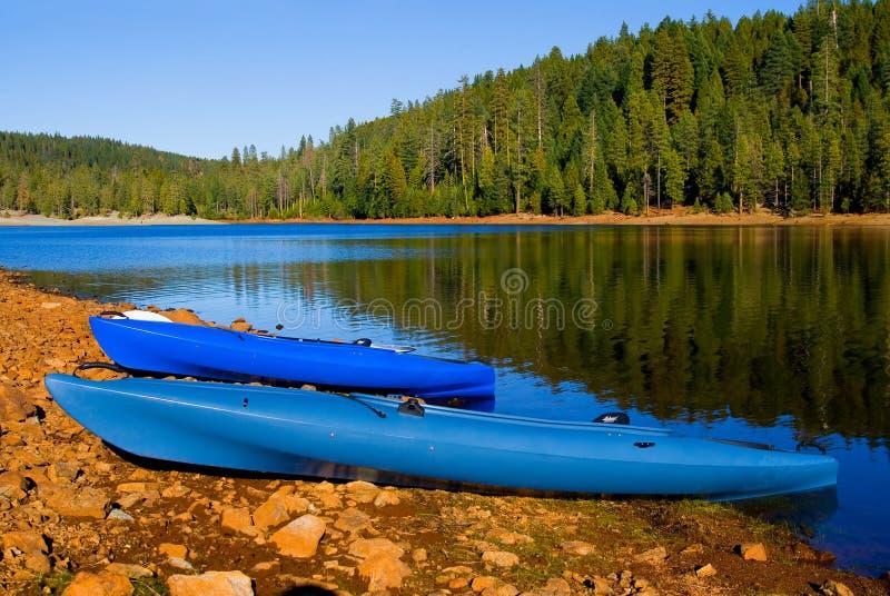 Lac bleu clair en Californie nordique photos libres de droits