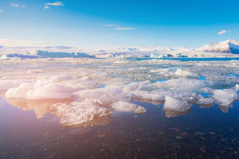 Lac bleu de glace gelant la lagune de Jakulsarlon images libres de droits