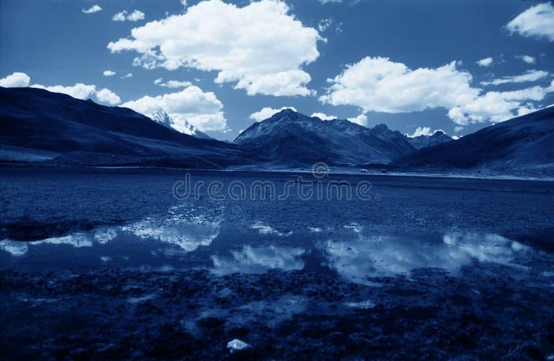 Lac bleu sur la région de Valey Kaca photographie stock
