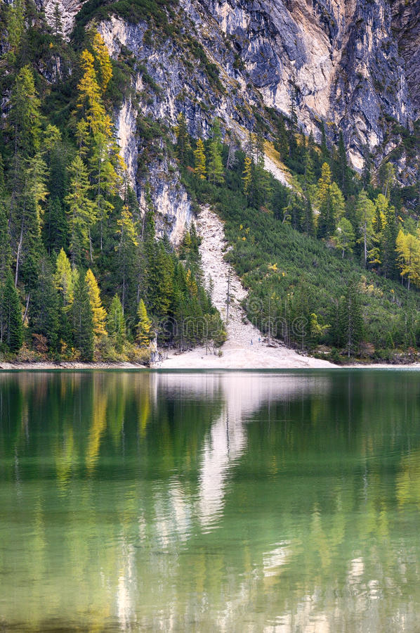 Lac Braies connu sous le nom de Lago di Braies photo stock