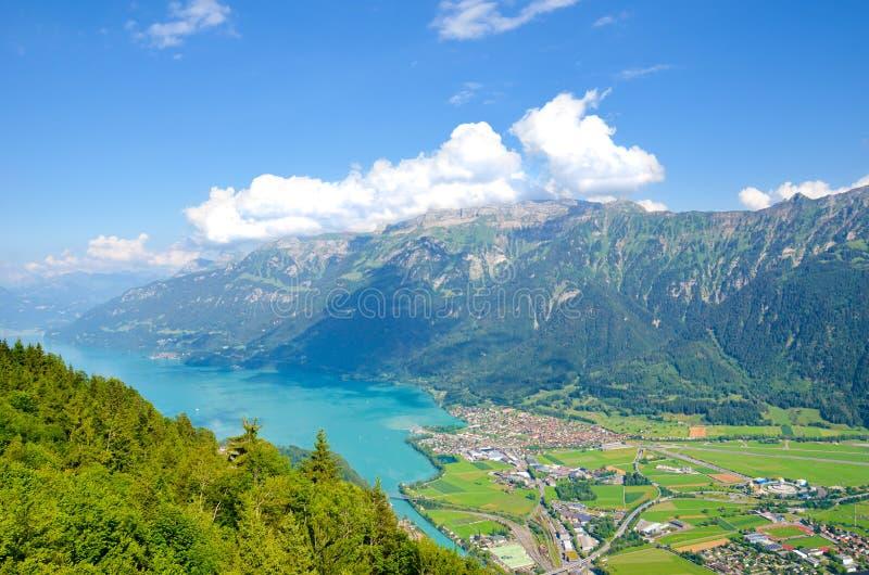 Lac Brienz turquoise à Interlaken, Suisse de au-dessus de Kulm plus dur Paysage suisse stupéfiant Collines vertes, Alpes suisses photographie stock libre de droits