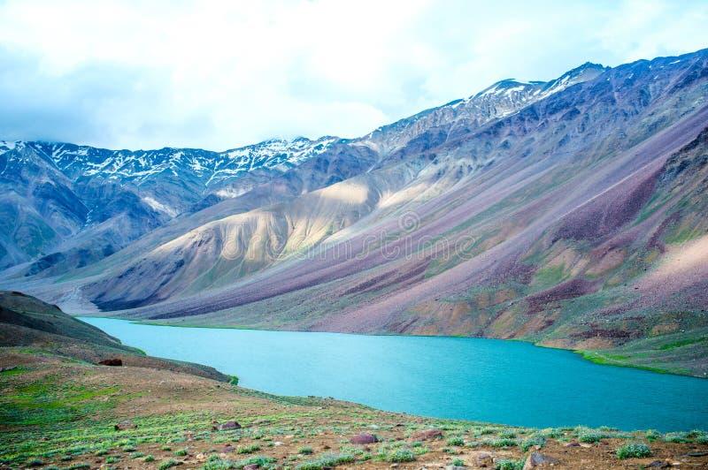 Lac Chandra Taal, vallée de Spiti image libre de droits