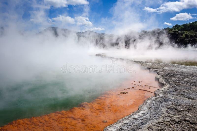 Lac chaud champagne Pool dans Waiotapu, Rotorua, Nouvelle-Zélande photographie stock libre de droits