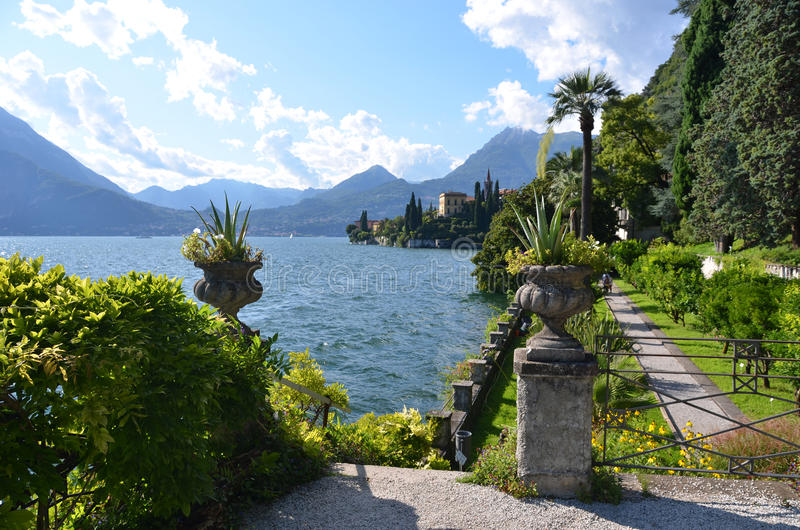 Lac Como de villa Monastero l'Italie photos libres de droits