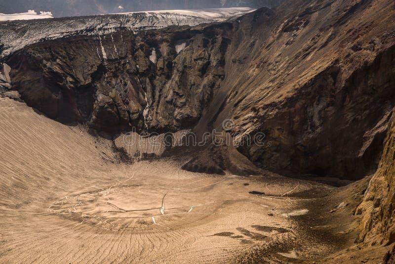Download Lac Congelé De Cratère à L'intérieur De Volcan De Mutnovsky Photo stock - Image du russe, sable: 76087624