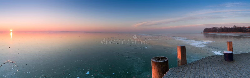 Lac congelé de Hongrie, Balaton image libre de droits