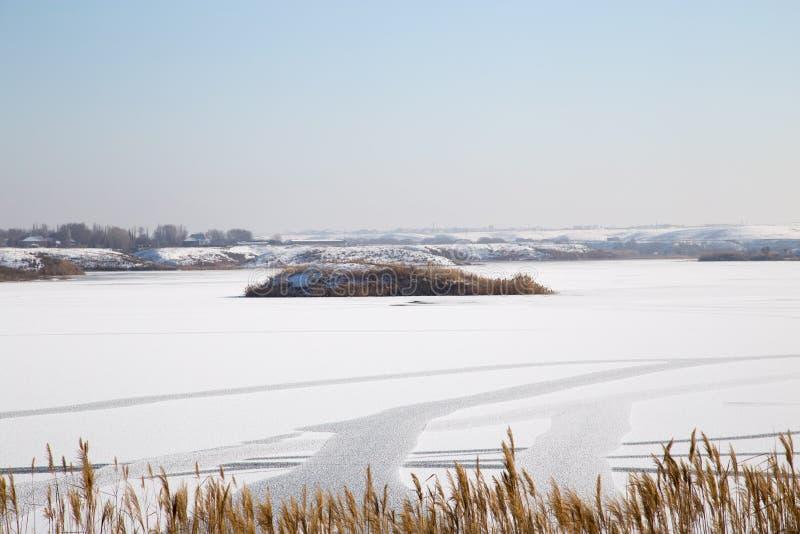 Lac congelé en nature photographie stock libre de droits