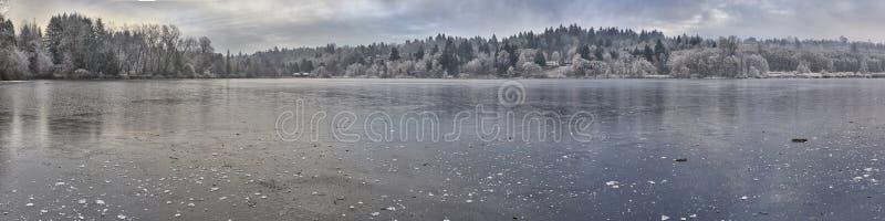 Lac congelé panoramique photo libre de droits