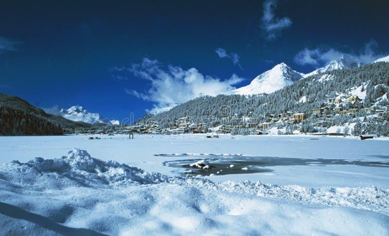 Lac congel? St Moritz, village de wintersport, Engadin sup?rieur images stock