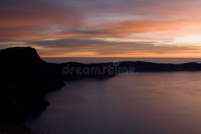 Lac crater au lever de soleil photographie stock