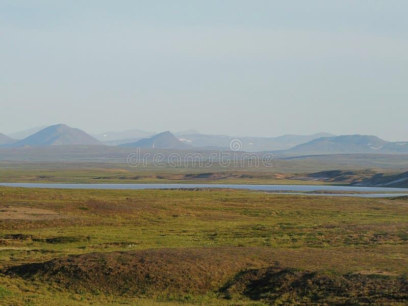Lac dans l'endroit de toundra photos stock