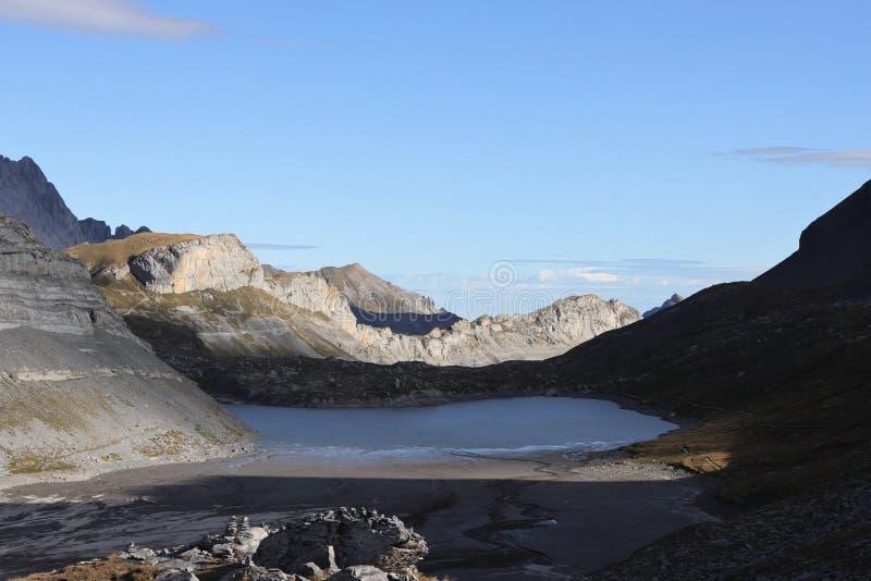 Lac dans les montagnes du canton de Wallis / Valais Daubensee, Gemmi - Leukerbad photos libres de droits