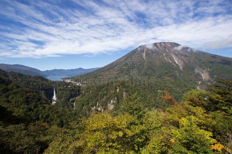 lac de Chuzen-JI, Kegon-aucun-taki automnes et Mt Nantai vu du point de vue de Ropeway d'Akechi-daira, Nikko, Tochigi, Japon images libres de droits