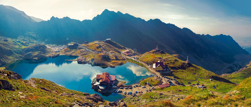 Lac de glacier de Transfagarasan Balea à 2 034 m de l'altitude dans la montagne de Fagaras, la Roumanie images stock