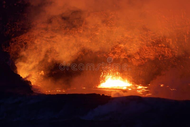 Lac de lave de cratère sur le volcan actif de Kilauea sur la grande île, Hawaï photo stock