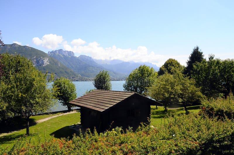 Lac de montagne d'Annecy et de Forclaz, dans les Frances images stock