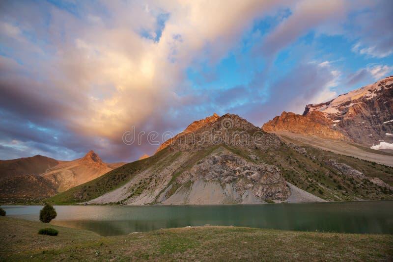 Lac de montagnes de Fann image stock