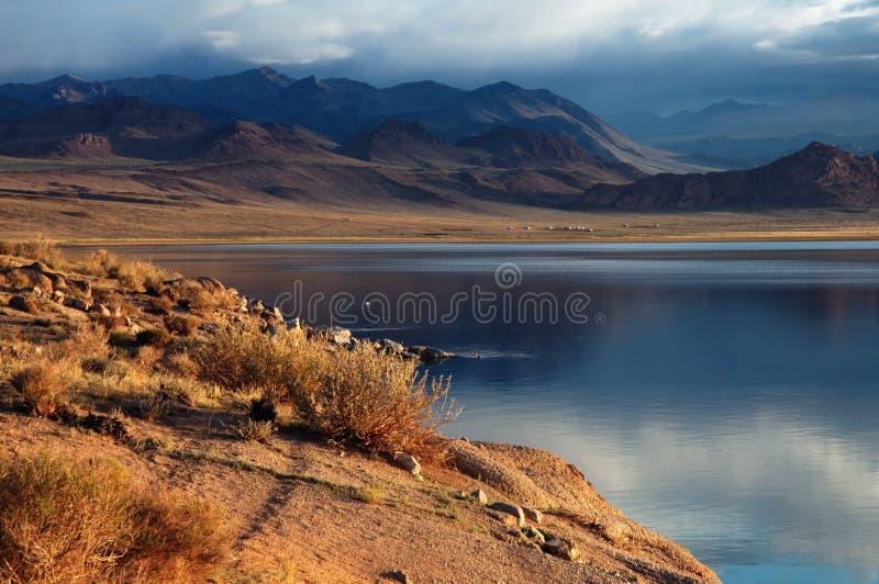Lac de nuur de Shatsagay en Mongolie photo libre de droits
