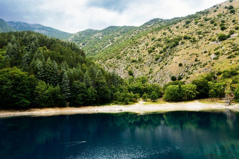 Lac de San Domenico dans les gorges de Sagitta photographie stock libre de droits