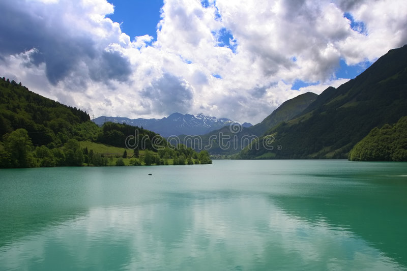 Lac de Suisse de montagnes images stock