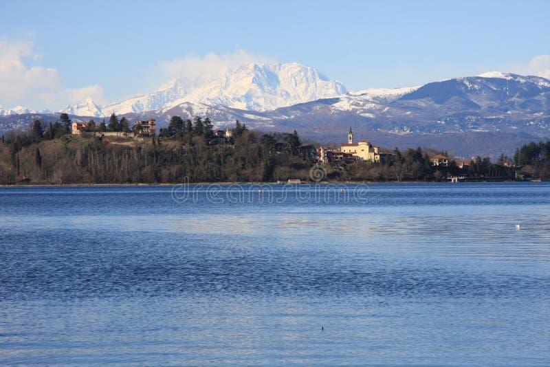 Lac de Varèse, Lombardia, Italie photographie stock