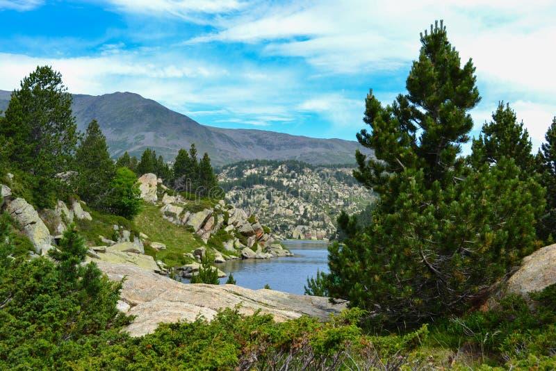 Lac des Bouillouses et Lacs du Carlit stock foto's