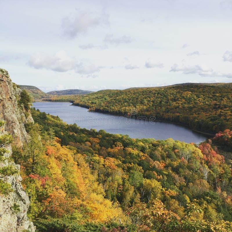 Lac des nuages, montagnes de porc-épic, Michigan image stock